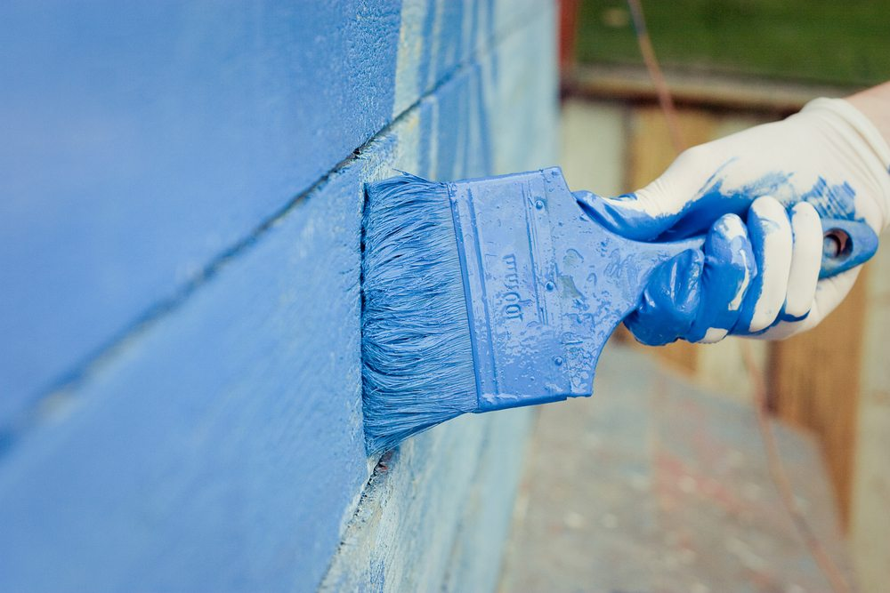 Why You Shouldn't Paint the Outside of Your House in the Fall